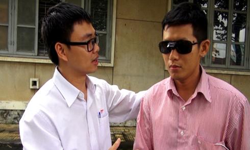 Tiến sĩ làm kính dẫn đường cho người khiếm thị