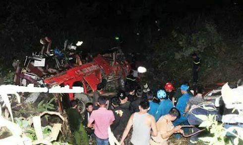 Xe khách lao xuống vực, 12 người tử nạn