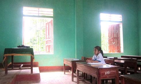 Phụ huynh đồng loạt cho con nghỉ học để phản đối sáp nhập trường