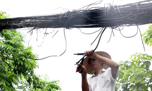 Đứt dây điện hạ thế, vợ chồng ở Hà Nội thiệt mạng