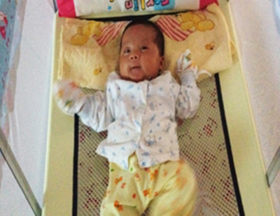 Em bé đầu tiên được sinh ra từ tinh trùng dị dạng