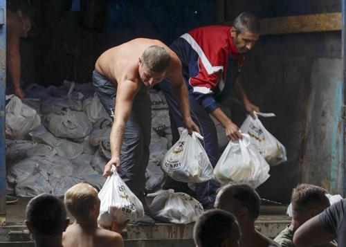 Nguy hiểm rình rập tình nguyện viên tại Ukraine