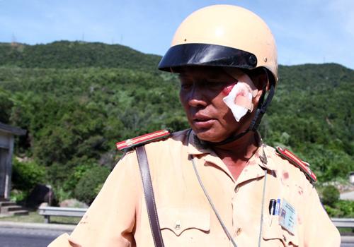 Vác dao dọa cảnh sát giao thông để 'giải cứu' xe vi phạm