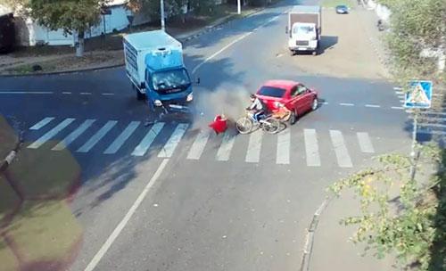 Xe đạp thoát chết thần kỳ
