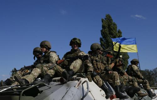 Ukraine sẵn sàng rút vũ khí hạng nặng khỏi chiến tuyến