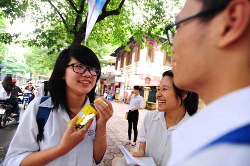 GS Nguyễn Minh Thuyết: 'Bộ Giáo dục sản xuất sách giáo khoa là vô lý'