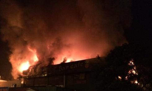 Cháy lớn ở bar Luxury Hà Nội