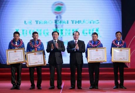 Bốn thanh niên nông thôn nhận bằng khen của Thủ tướng