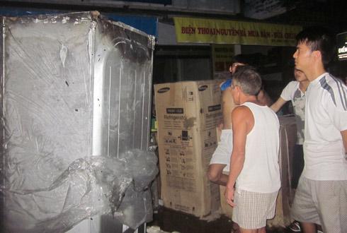 Cháy kho chứa đồ điện tử ở Hà Tĩnh