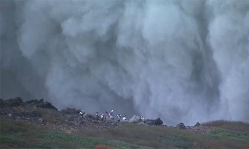 Những người may mắn thoát chết trên đỉnh núi lửa Nhật