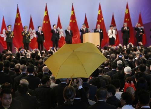 Người biểu tình chất vấn lãnh đạo Hong Kong