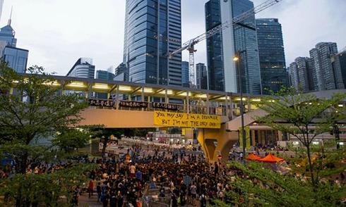 Người biểu tình vây văn phòng trưởng đặc khu Hong Kong