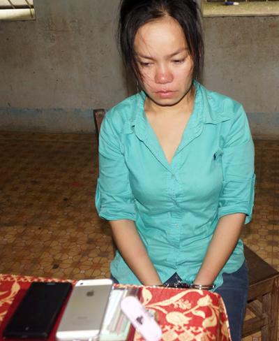 Chiêu trộm iPad, iPhone của 3 người đàn bà