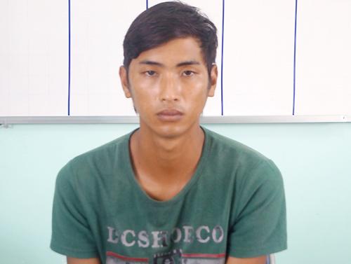 Kẻ bị truy nã bị bắt khi đứng chờ người yêu 13 tuổi