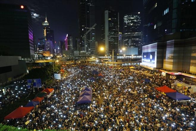 Hàng nghìn người tràn ra đường biểu tình ở Hong Kong
