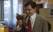 Mr. Bean mang gấu đi giặt là