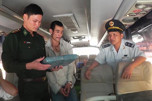Phụ xe mua 2 kg cần sa khô về Việt Nam sử dụng