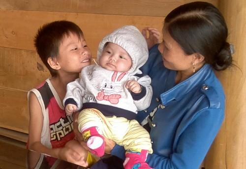 Bé trai 4 tháng tuổi bị bỏ rơi bên đường
