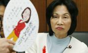 Chiếc quạt giấy 'hạ bệ' nữ bộ trưởng Nhật