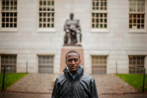 Từ khu ổ chuột đến cánh cổng trường Harvard