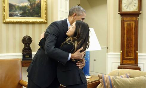 Tổng thống Obama ôm Nina Phạm