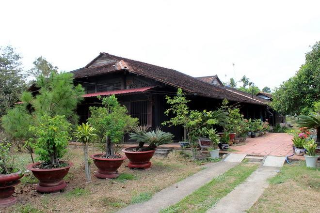 Khám phà nhà thờ họ cổ hơn 100 năm tuổi ở Đồng Nai