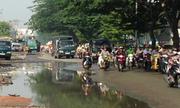 Vũng nước nguy hiểm trên đường Sài Gòn