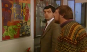 Mr Bean xem triển lãm tranh
