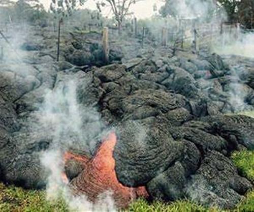 Dung nham nuốt chửng nhà dân ở Hawaii