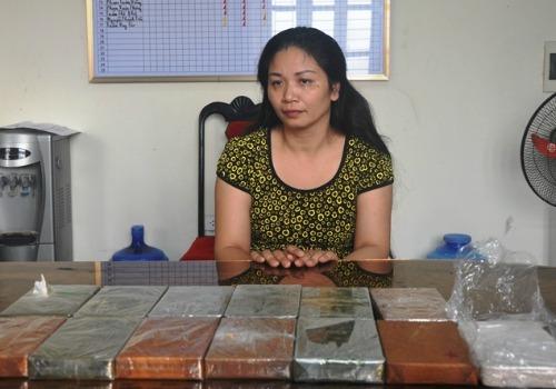 Nữ quái chôn 8 bánh heroin dưới gốc cây nghệ
