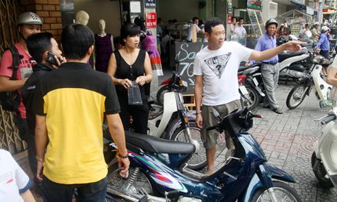 Nhặt vàng giúp người phụ nữ bị giật dây chuyền ở Sài Gòn