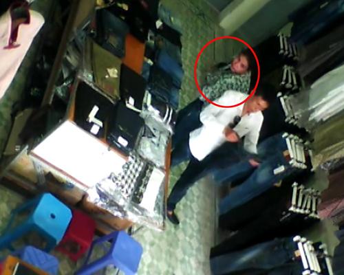 4 8851 1414813680 Cặp đôi sành điệu trộm quần jean trong shop Hà Nội
