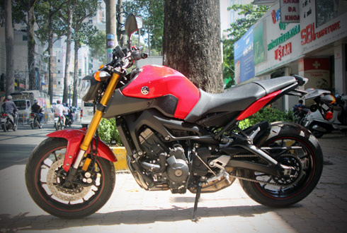 Yamaha-MT09-1.jpg