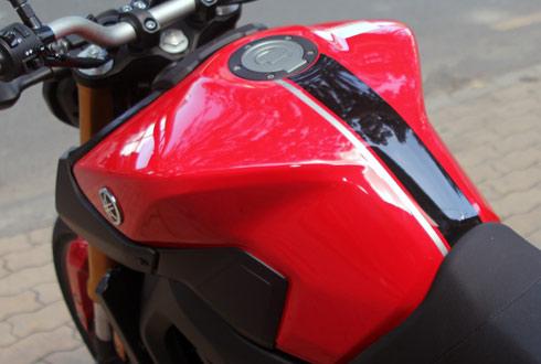 Yamaha-MT09-12_1414938060.jpg