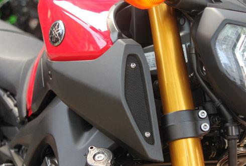 Yamaha-MT09-15_1414938060.jpg