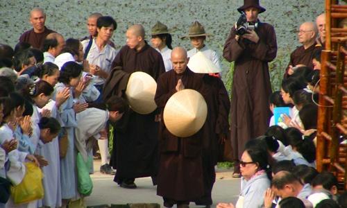 Thich-Nhat-Hanh-in-Vietnam-2-4240-141594