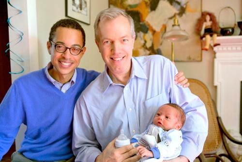 Ông Ted Osius và bạn đờiClayton Bond cùng con trai. Ảnh: