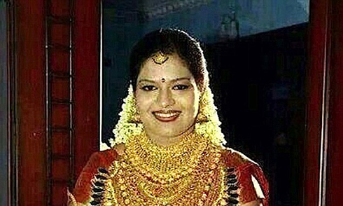 Cô dâu đeo vàng trị giá hơn 13 tỷ đồng gây xôn xao