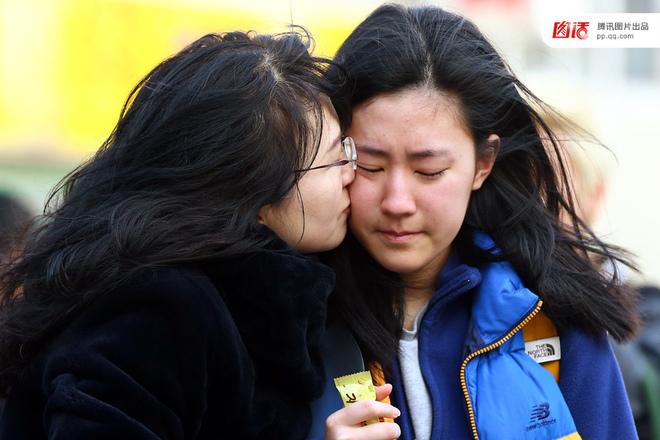 Áp lực thi đại học bao trùm toàn dân Hàn Quốc