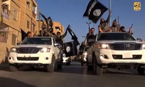 IS ném đá chết hai người bị nghi đồng tính