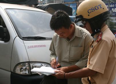 Giấy phạt nguội vi phạm giao thông 90 triệu đồng gây sốc