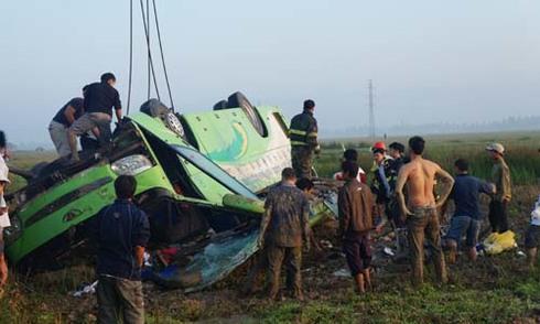 Hành khách sống sót trên xe gặp nạn: 'Tôi thấy tài xế nhắm mắt lái'