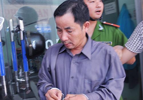Chủ tiệm cho nhân viên bán dâm trong nhà vệ sinh bị khởi tố