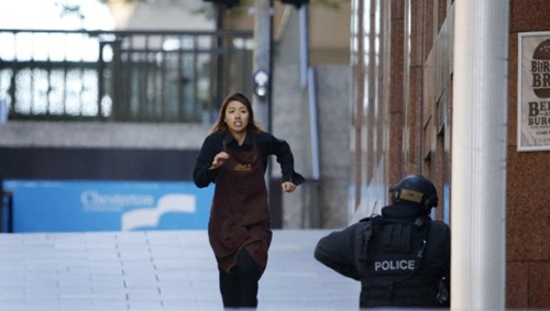 Cô hầu bàn học giỏi qua mặt kẻ bắt cóc Sydney