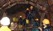 Đem ánh sáng điện tới cho 12 người bị kẹt trong hầm sập