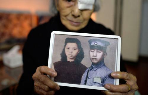 Cụ bà 93 tuổi 'tìm thấy' chồng sau 77 năm chờ đợi