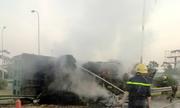 Xe ben nổ lốp, bốc cháy trên Đại lộ Thăng Long