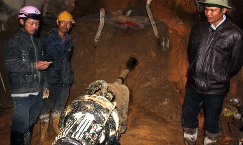 Nước trong hầm nơi 12 người bị kẹt chỉ còn 30 cm