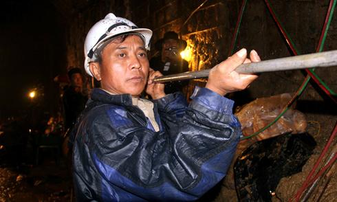 Mũi khoan sau hầm thủy điện đã đến chỗ 12 nạn nhân