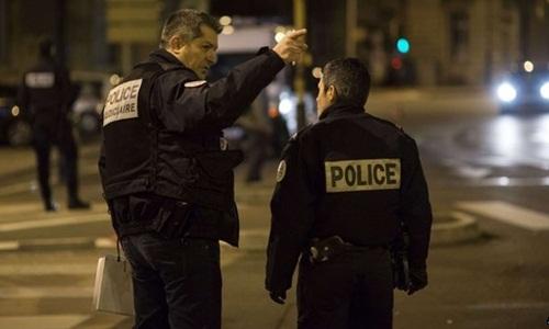 Kẻ hô 'Thánh Allah vĩ đại' đâm xe liên tiếp vào người đi bộ Pháp